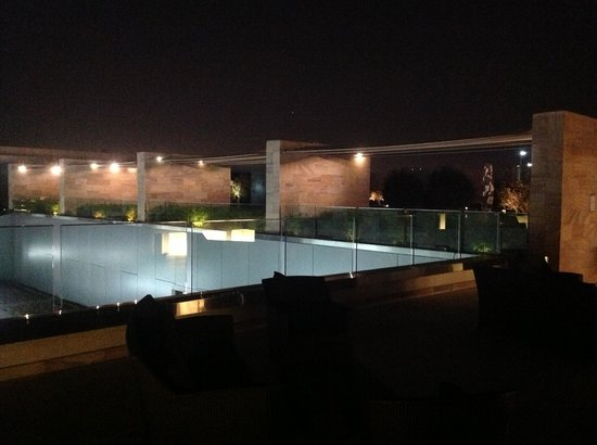 Aloft Abu Dhabi: Pool at night