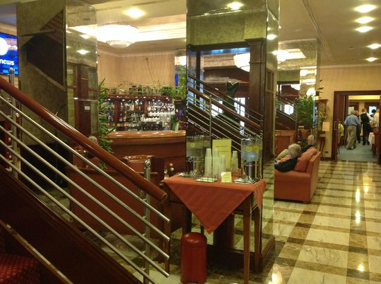 BEST WESTERN PREMIER Hotel Astoria: le bar