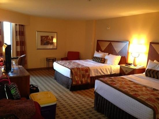 Crowne Plaza Houston River Oaks: Clean, comfortable, and roomy.
