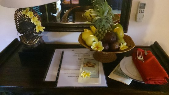 Tirta Ayu Hotel & Restaurant: welcome fruit plate