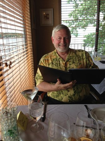 Lake Ozark, Миссури: Perusing the delightful menu.