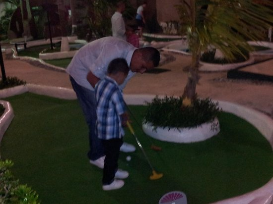 Crown Paradise Club Cancun: mini golf