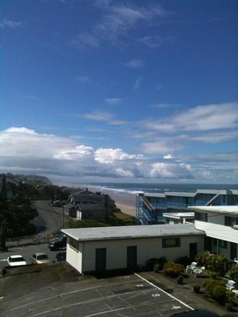The Coho Oceanfront Lodge: view from Flora Studio (jetted tub/3rd floor room)---a pretty decent view