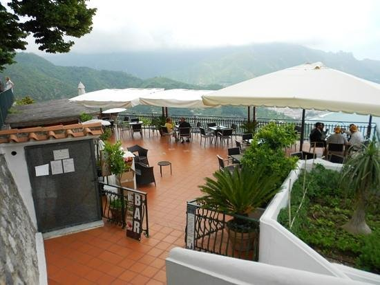 Hotel Ristorante Garden: The rooftop snack bar at Hotel Garden.