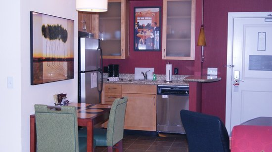 Residence Inn Arlington Courthouse: kitchen