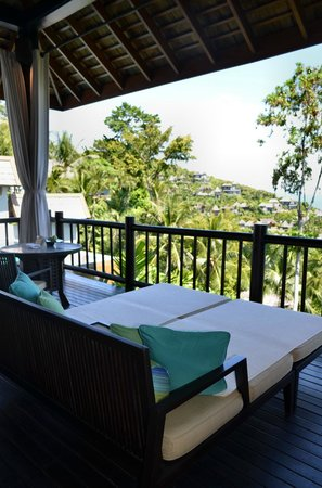Four Seasons Resort Koh Samui Thailand: One side of the balcony with loungebeds