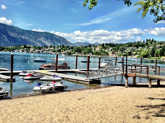 Manson, WA: The resort offers various boats and other watercraft for rent