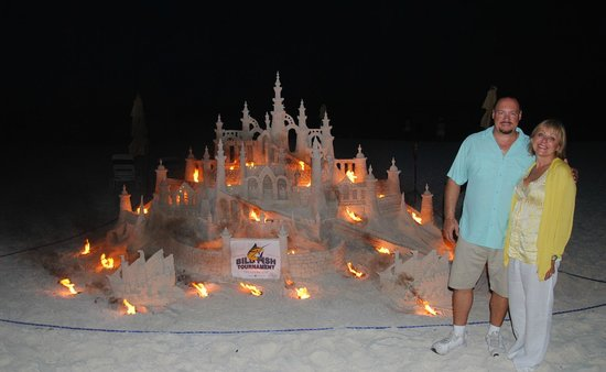 Treasure Cay Beach, Marina & Golf Resort: Sandcastle at night