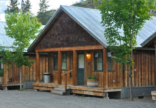 River's Edge Resort: our #13 cabin
