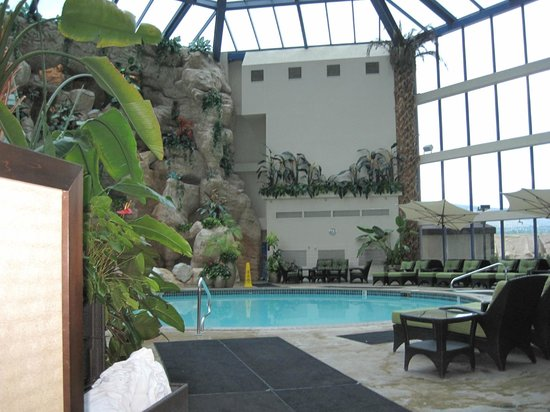Atlantis Casino Resort Spa: Indoor pool
