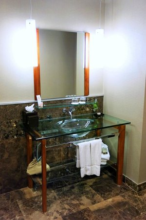 Hutton Hotel: Cool Bathroom Sink - Modern