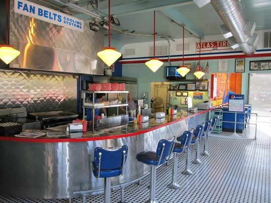 Cottonwood, AZ: Bing's Burger Station interior view