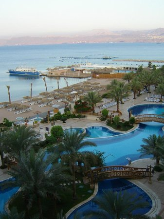 InterContinental Aqaba Resort: Вид на пляж и бассейны