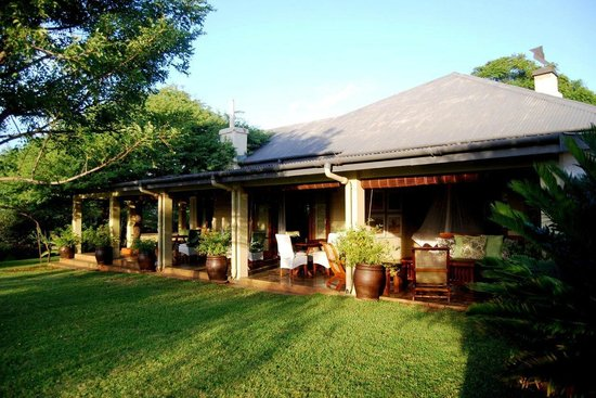White Elephant Safari Lodge: Lodge Mainbuilding