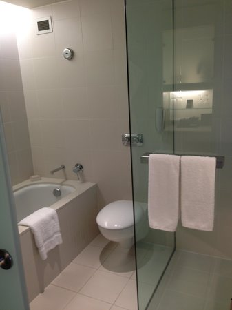 Hilton Sydney: Bathroom