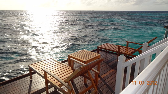 Centara Grand Island Resort & Spa: Balcony onto the ocean (2)