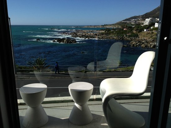 Azamare Guesthouse: Balcony overlooking Camps Bay