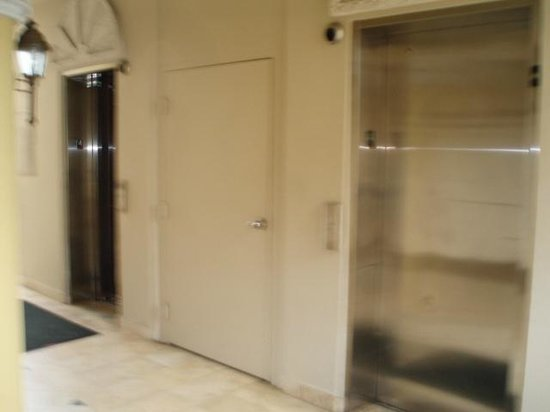 Windward Passage Hotel: Elevators