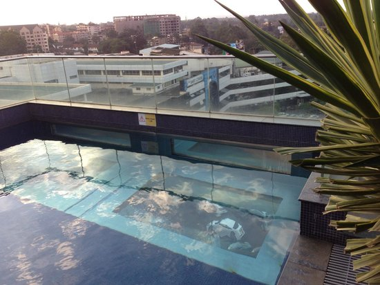 Sankara Nairobi: 7th floor outdoor pool, see through bottom