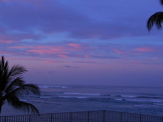 Outrigger Waikiki on the Beach: Looking out our window at dawn