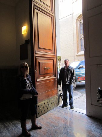 Rome Armony Suites: The Front Door