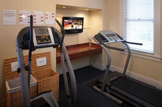 Ramada Inn & Suites Gaslamp/Convention Center: Workout Room