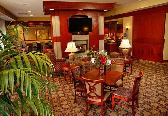 Residence Inn Memphis Downtown: Hearth Room