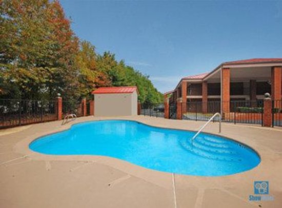 Best Western Braselton Inn: Swimming Pool