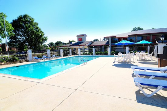 Econo Lodge Inn & Suites - Williamsburg