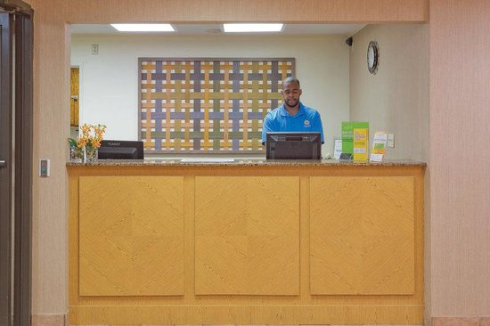 Meridian, MS: Front Desk