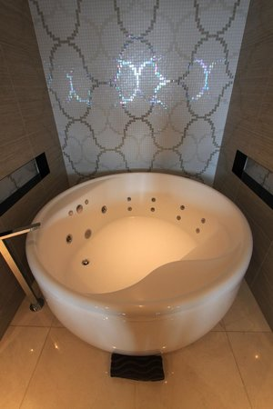The Darling: Jetted Tub!!!