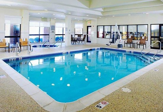 Courtyard by Marriott Altoona : Indoor Pool & Whirlpool