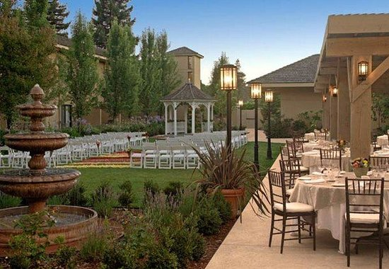 Napa Valley Marriott Hotel & Spa: Wedding Courtyard