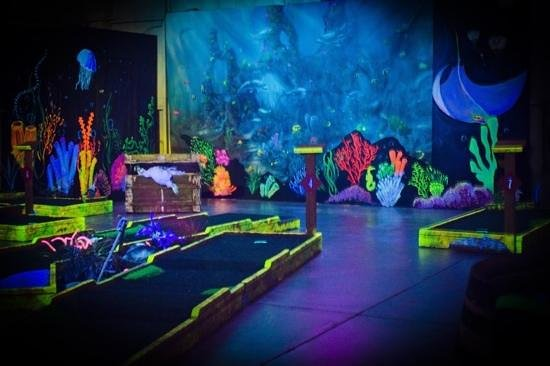 Angels Camp, Καλιφόρνια: black light mini golf n more