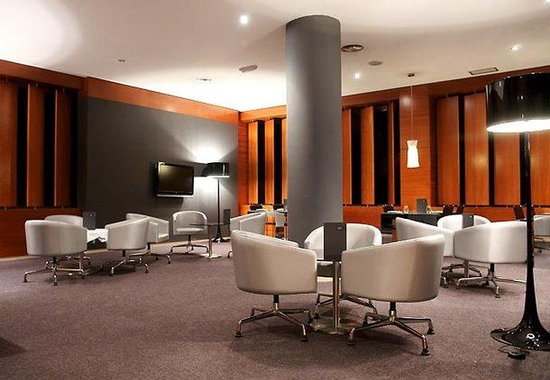 AC Hotel Cuenca by Marriott: AC Bar Sitting Area