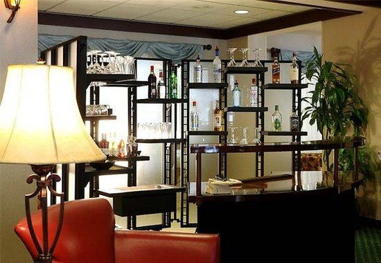 Courtyard by Marriott Burlington Taft Corners: Lobby Bar