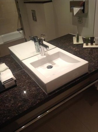 Tivoli Hotel: bathroom sink - very clean