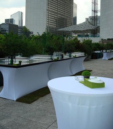 La Defense, France : Outdoor Terrace Bar