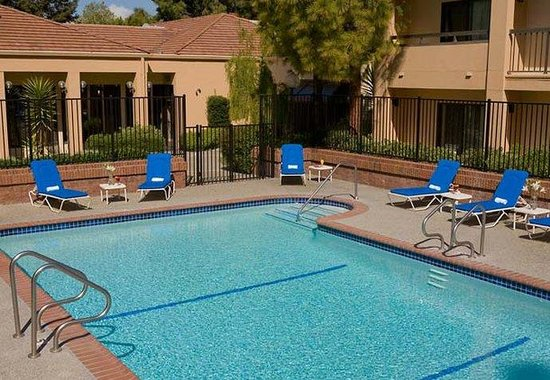 Courtyard by Marriott Pleasanton: Outdoor Pool