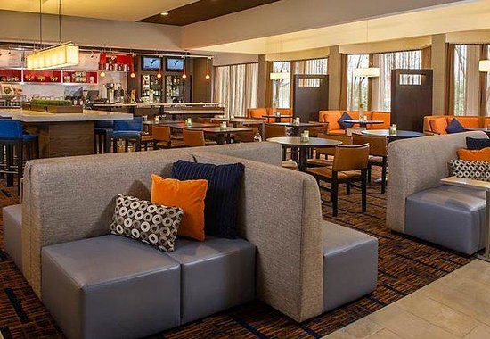 Courtyard by Marriott Baltimore Hunt Valley: The Bistro Dining Area