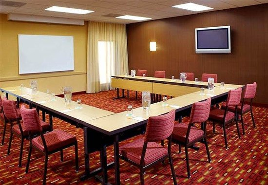 Courtyard by Marriott Louisville East: Meeting Space