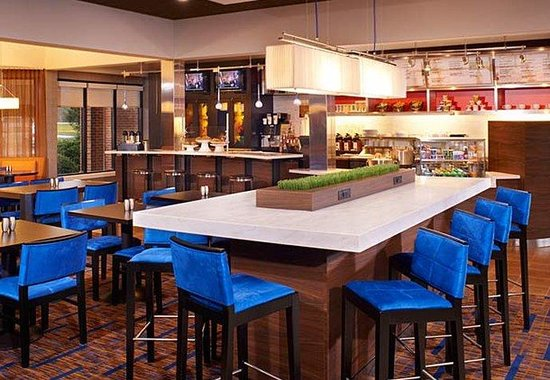 Courtyard by Marriott Indianapolis Carmel: Communal Table