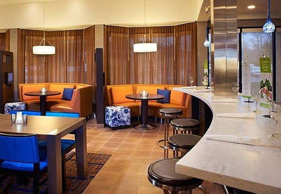 Courtyard by Marriott Indianapolis Carmel: The Bistro Bar