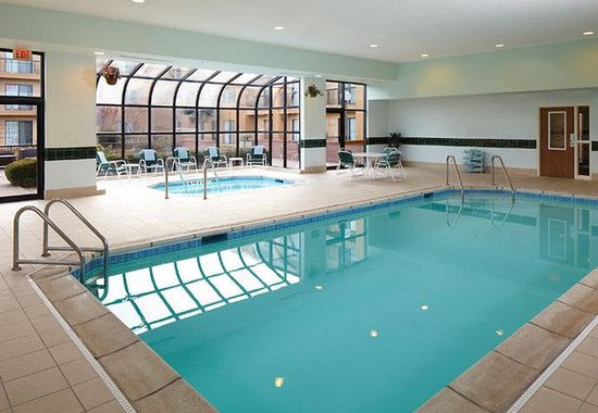 Bettendorf, IA: Indoor Pool