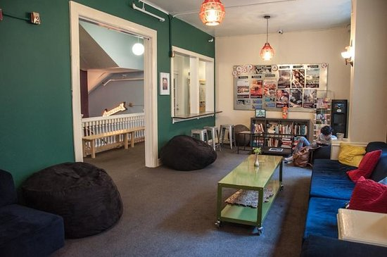 Hostelling International- San Francisco/ Downtown: living room