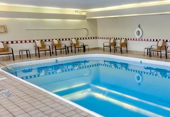 Courtyard by Marriott Bloomington Normal: Indoor Pool