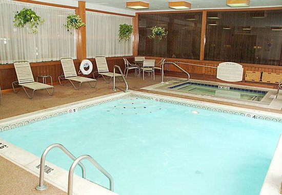 Valparaiso, IN: Indoor Pool & Spa