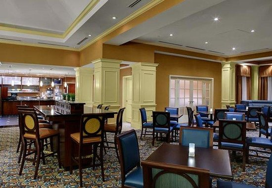 Courtyard by Marriott Chapel Hill: Dining Areas