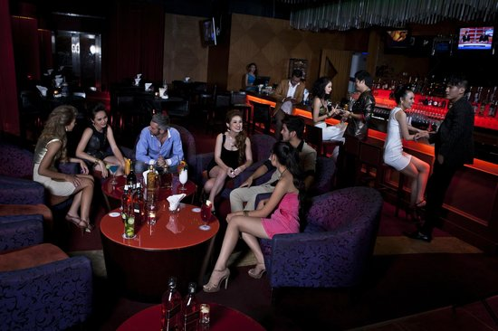 NagaWorld Hotel & Entertainment Complex: Darlin Darlin Club Lounge