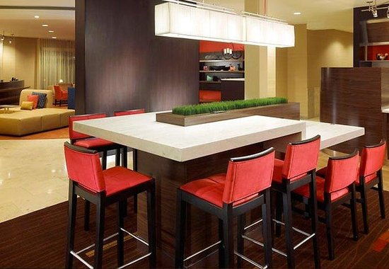Courtyard by Marriott Anaheim at Disneyland Resort: The Bistro Dining Area